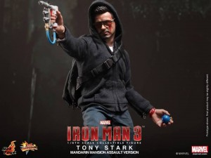 Hot-Toys-Iron-Man-3-Tony-Stark-Mansion-Assault-006