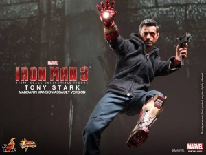 hot-toys-Iron-Man-3-Tony-Stark-Mandarin-Mansion-Assault-Version-013-600x450