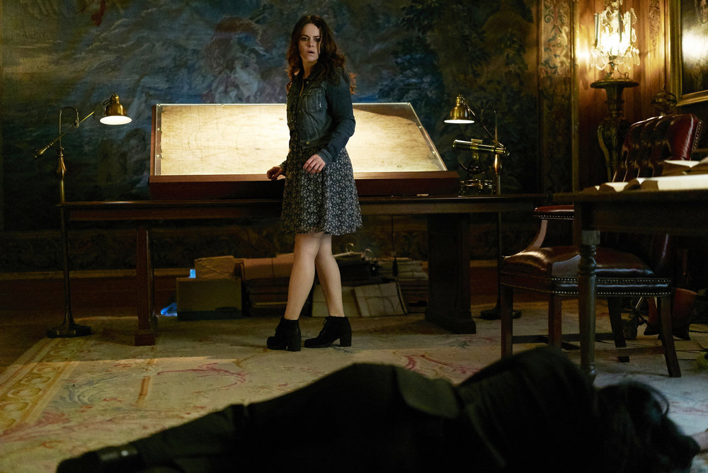 "12 MONKEYS -- ""Bodies of Water"" Episode 205 -- Pictured: Emily Hampshire as Jennifer Goines -- (Photo by: Steve Wilkie/Syfy)"