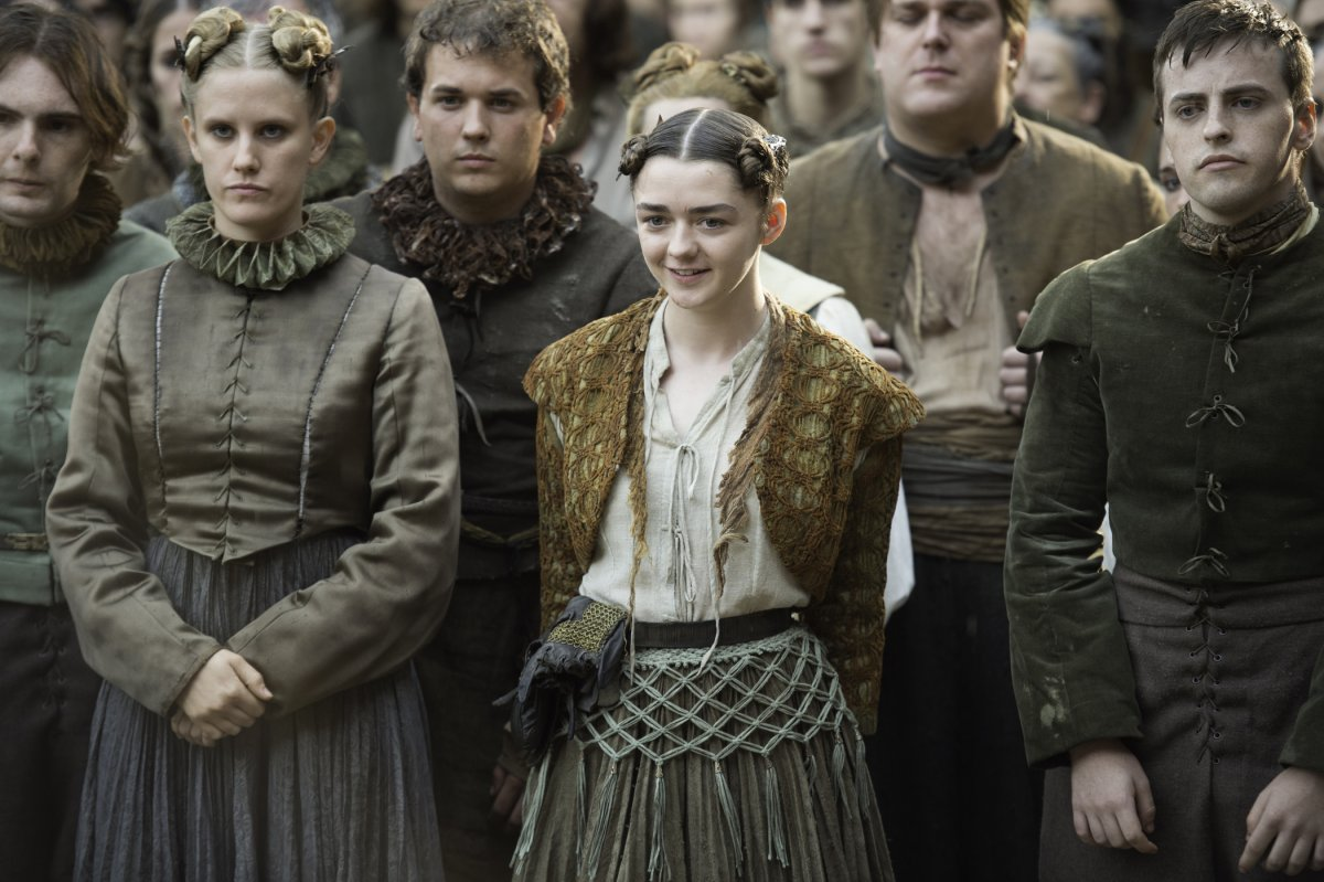 arya-looks-amused--shes-probably-watching-another-play-put-on-by-the-group-of-actors-she-recently-met