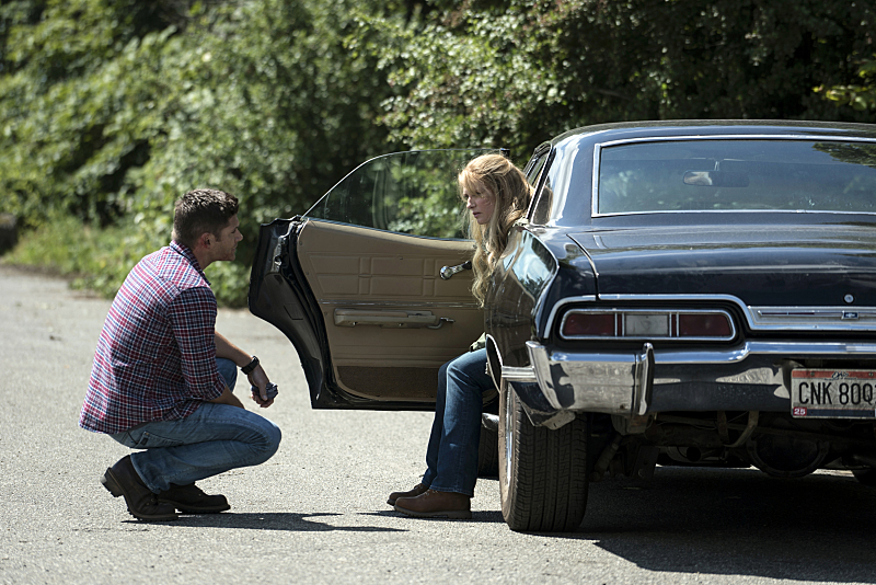 "Supernatural -- ""Keep Calm and Carry On"" -- SN1201a_0002.jpg -- Pictured (L-R): Jensen Ackles as Dean and Samantha Smith as Mary Winchester -- Photo: Katie Yu/The CW -- �© 2016 The CW Network, LLC. All Rights Reserved"